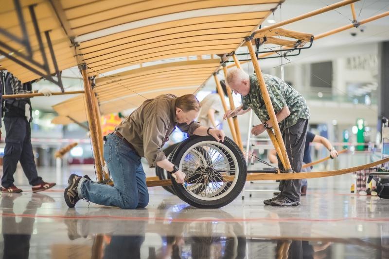 飛機輪胎亦要定期充氣。