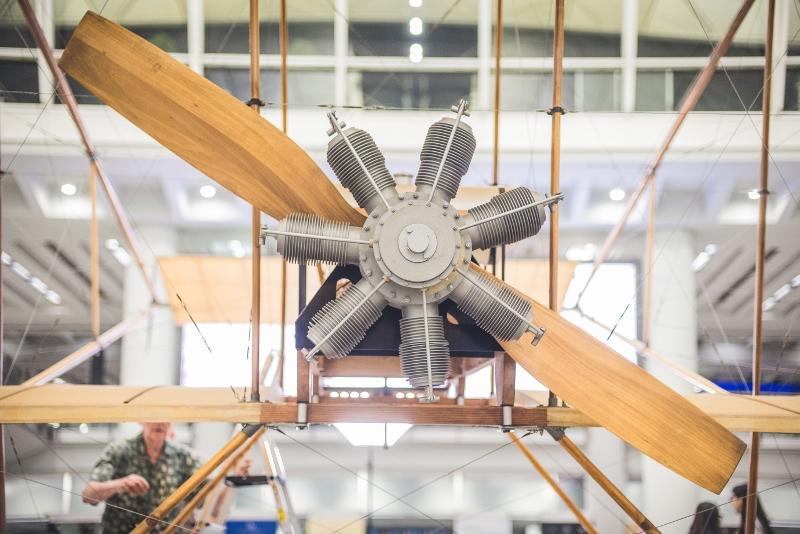 除了引擎是仿製品外,整架飛機與1997年時別無兩樣。