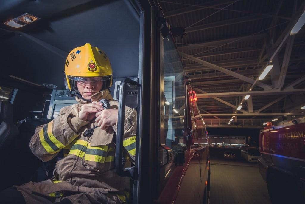 每當接到事故警報,消防隊都要分秒必爭,在兩分鐘內抵達跑道末端或在三分鐘內抵達其他飛機活動範圍。