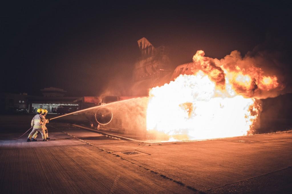 飛機模型(消防訓練模擬裝置)內置點火系統,能模擬飛機失事着火的情景,作日常訓練之用。