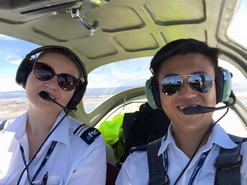第一次駕駛飛機。
