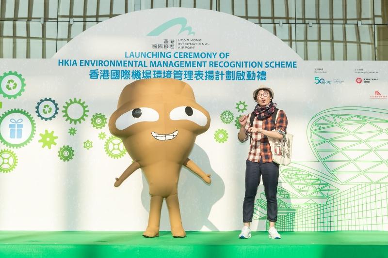 環境局吉祥物「大嘥鬼」於香港國際機場環境管理表揚計劃啟動禮亮相。