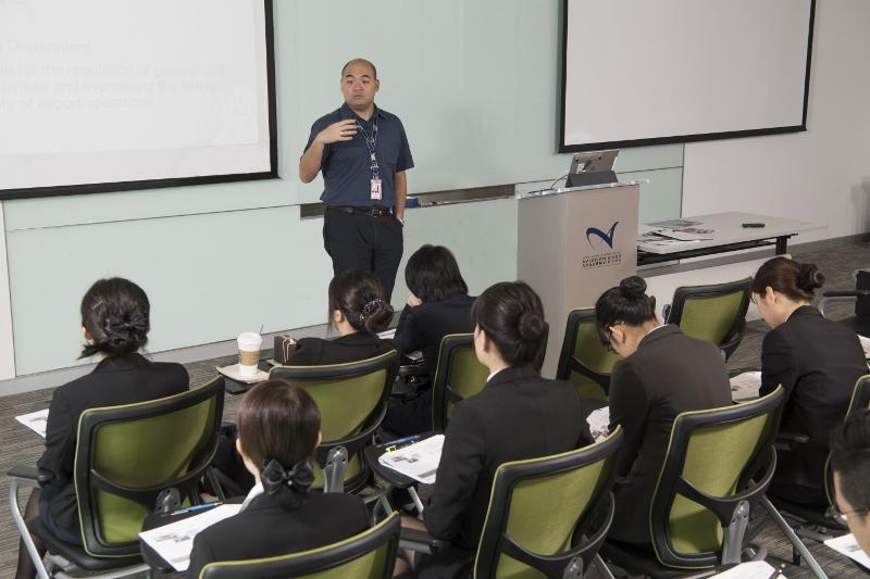 香港國際航空學院最近開始為機場員工舉辦進修課程,並會於暑假期間推出一系列為青年而設的夏日營。