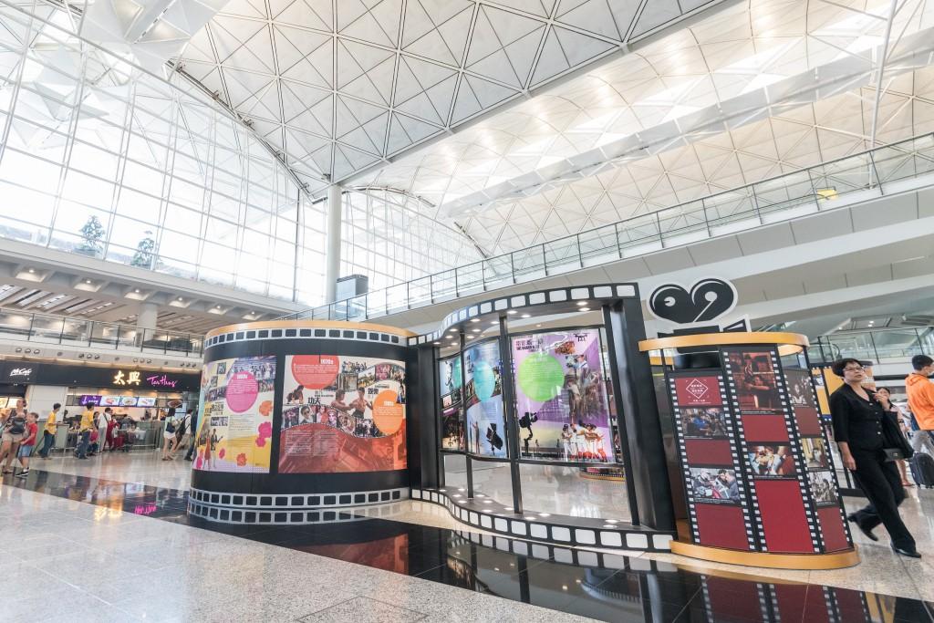 「藝術、文化與音樂巡禮在機場 2017」中的「香江星影夢工場」展覽,介紹香港電影發展史及歷年來取得的驕人成就。