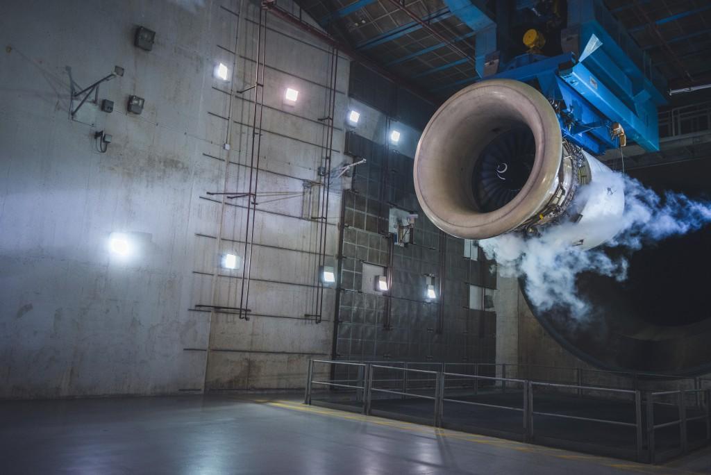 完成維修後,引擎會在引擎測試間內進行測試,確保正常運行。
