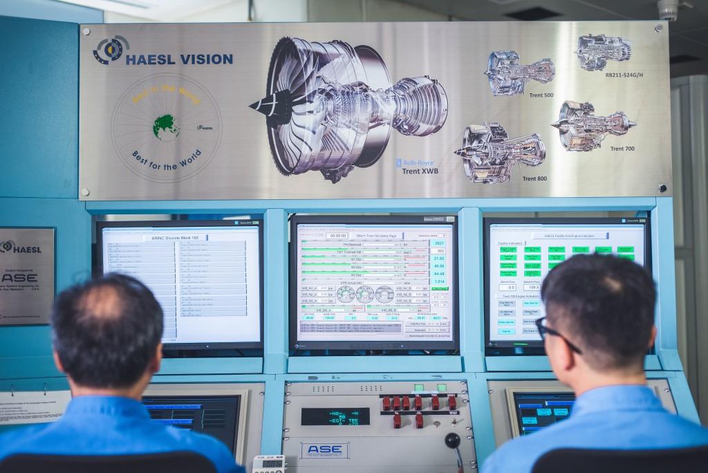 引擎測試透過多組監察設備採集數據。
