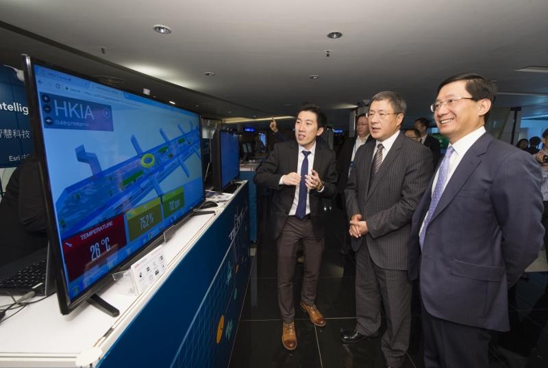 本月初舉行的香港國際機場科技創新研討會暨展覽會上,參展科研公司展示機場的創新科技應用方案。