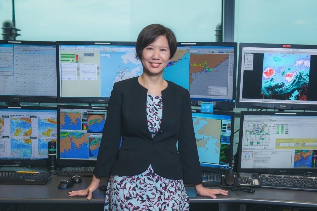 Eliza工作上的每一個決定都重要攸關,連繫着眾多機上旅客的安全,她認為航空氣象預報員是一份相當有意義的工作。