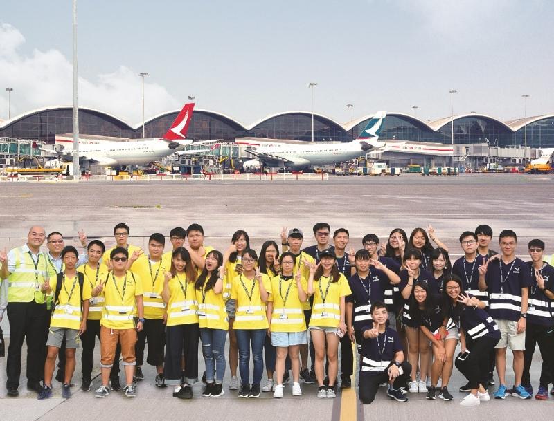 香港國際航空學院提供不同課程,包括為學生開辦航空夏日營,加深青年對航空業認識。