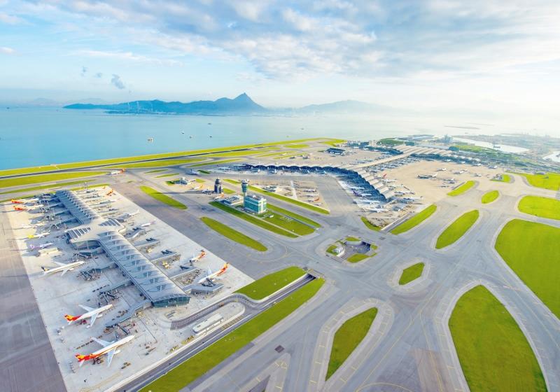 香港國際機場20年來發展一日千里,鞏固了香港的國際及區域航空樞紐地位。