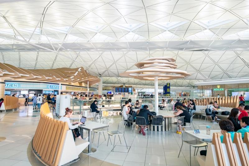 即將完成改善工程的一號客運大樓東大堂美食廣場,以嶄新面貌豐富旅客的飲食體驗。