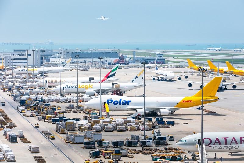 機管局積極協調業界及各政府部門,包括加快批核貨機航班升降申請,務求維持高效的航空貨運服務。