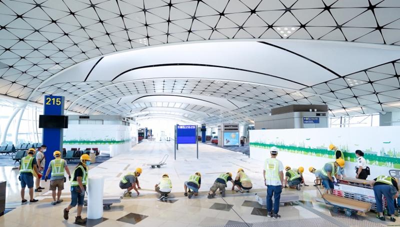 為配合政府對2019冠狀病毒病的檢疫措施,機管局改造中場客運大樓作臨時樣本採集中心。